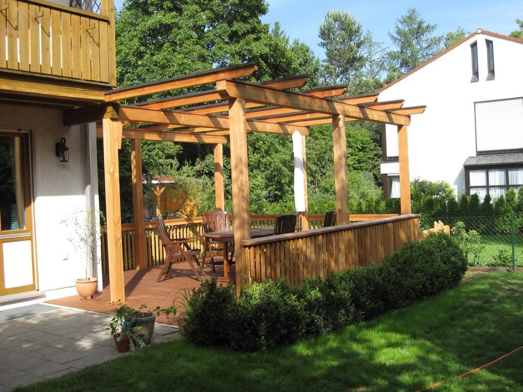 terrasse mit pergola windschutz fr terrasse bei pergola. Black Bedroom Furniture Sets. Home Design Ideas